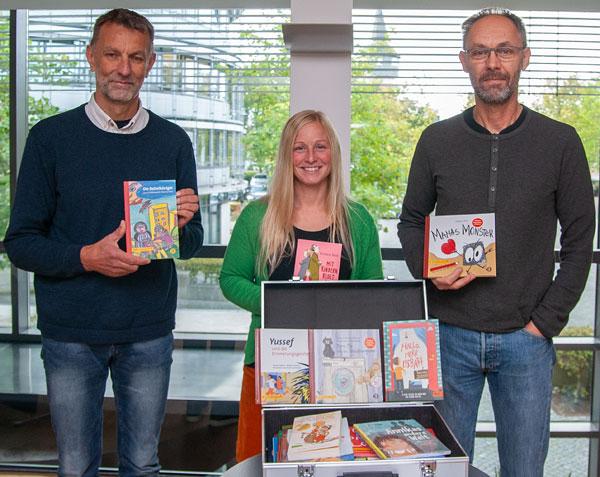 Nordfriesland / Flensburg: Förderverein spendet Bücher für Kinder psychisch kranker Eltern