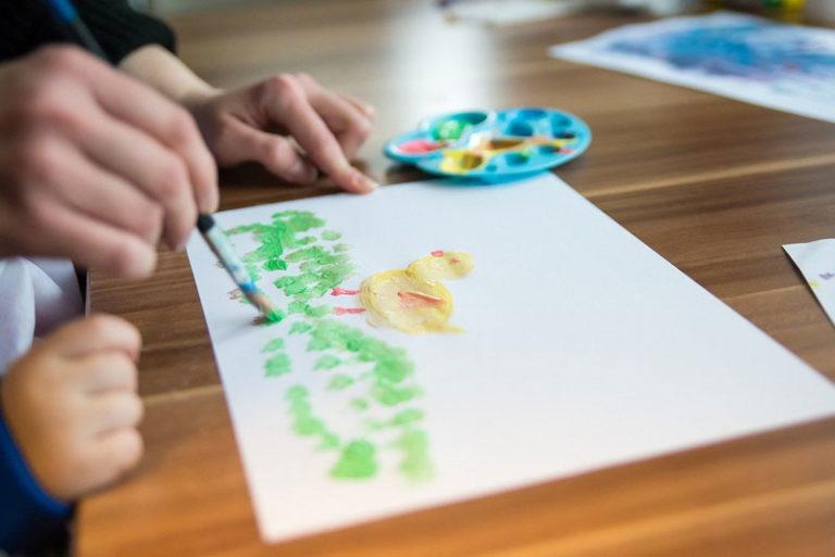 Corona: Kreis Nordfriesland richtet Notfallgruppen zur Kinderbetreuung ein
