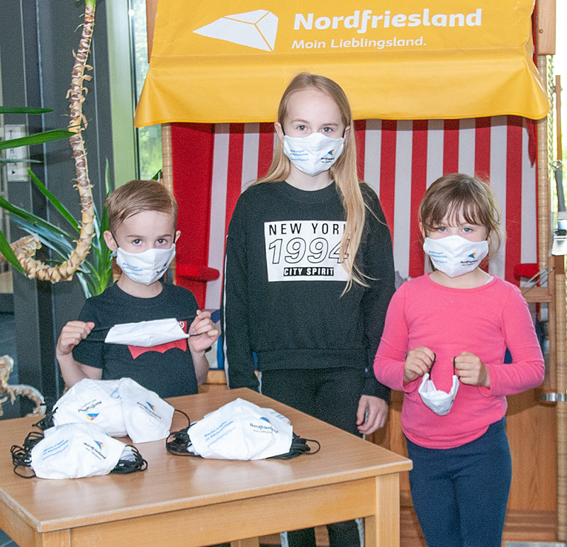 Geschenk für alle Schüler: ein Mund-Nasen-Schutz zum Kreisgeburtstag - Nordfriesland O. Nachrichten